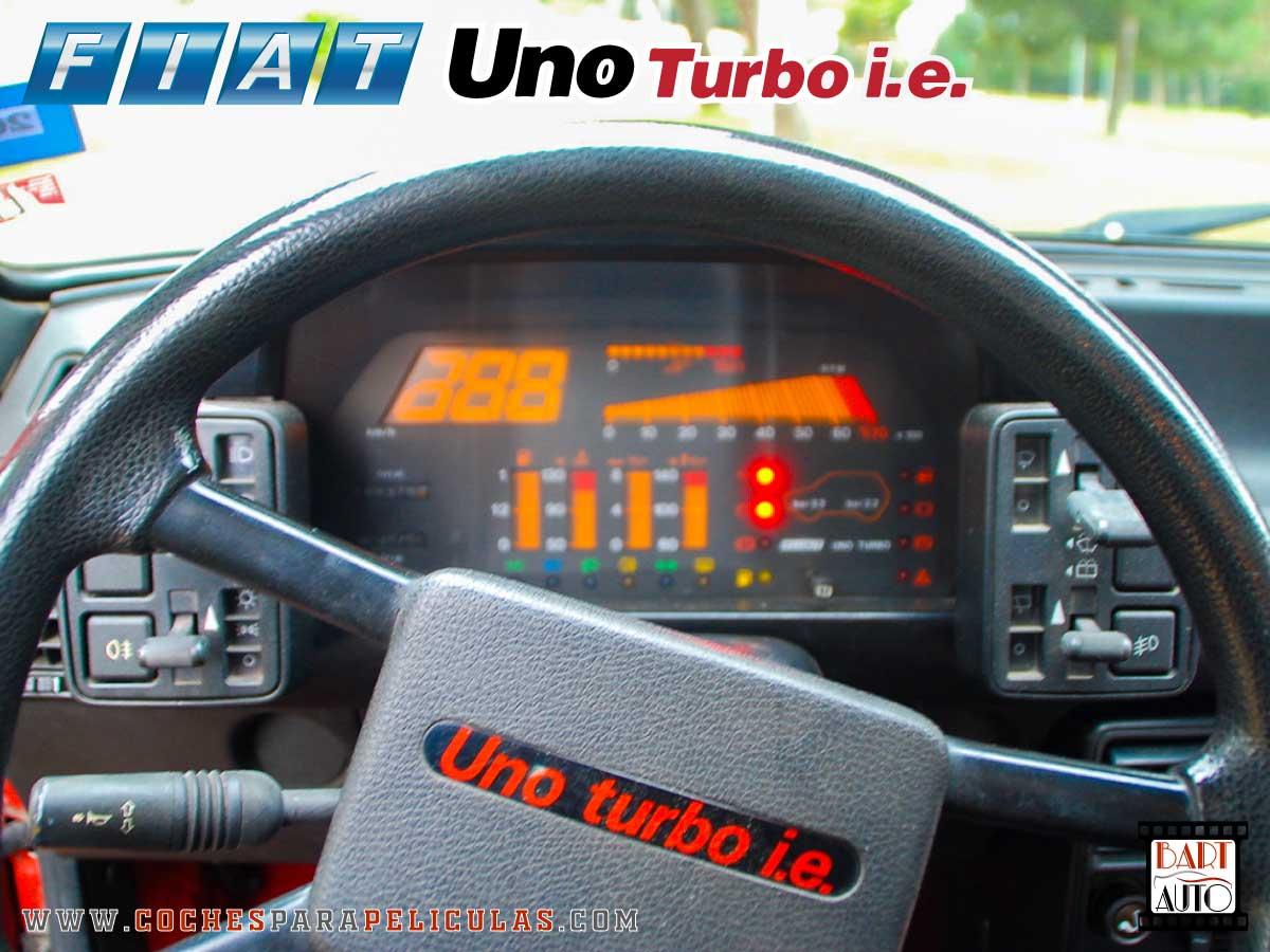Fiat Uno Turbo para películas salpicadero